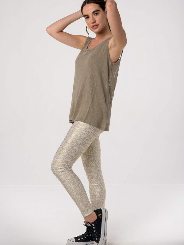 Heartbeatink White Gold Clouds Leggings / Libertee t-shirt