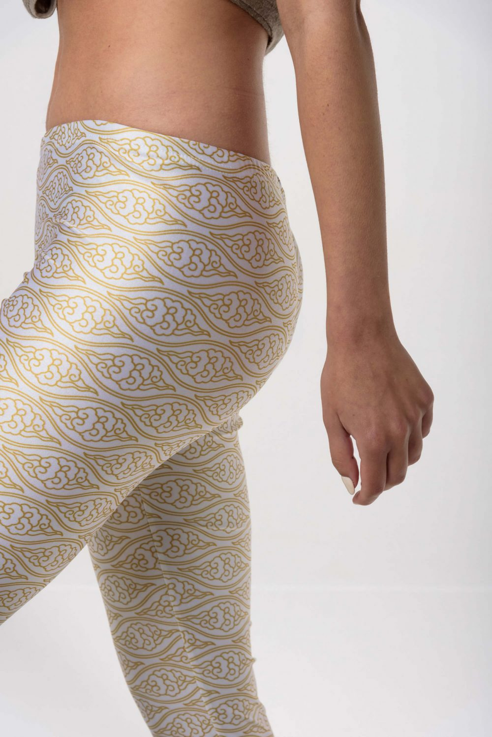 Heartbeatink White Gold Clouds Leggings